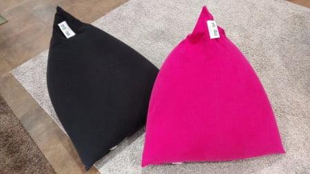 ヨギボーピラミッド(Yogibo Pyramid)のピンクとブラック