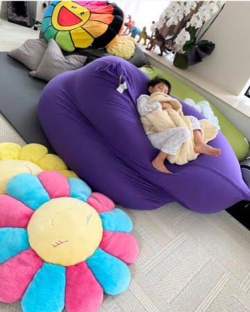 市川海老蔵さんの息子、勸玄くんがヨギボーダブルで寝る