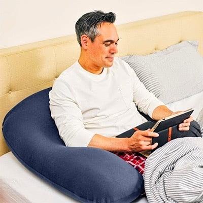 ヨギボーサポート(ネイビブルー)をベッドで使う