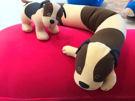 犬のヨギボーメイトとヨギボーロールアニマル