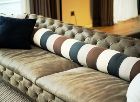 ヨギボーキャタピラロールロングを家にあるソファで使う