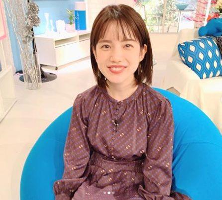 ヨギボーポッドに座る弘中アナ