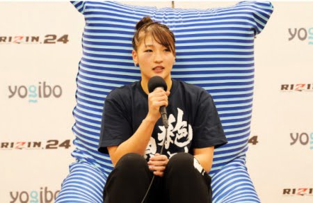 格闘家RENA選手がヨギボーズーラマックスで試合後のインタビューを受ける