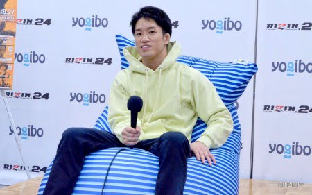 格闘家朝倉海選手とズーラヨギボーマックス