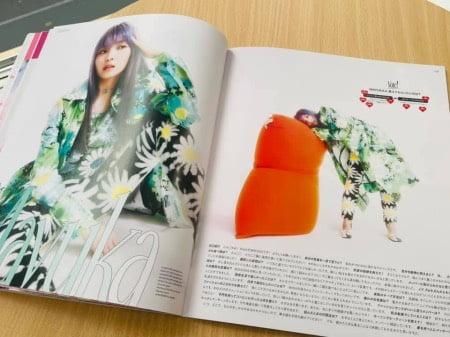 Nylonjapan-magazineに掲載されたNiZiUとヨギボーソファ