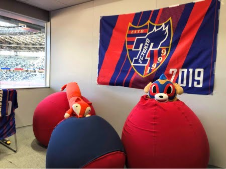 サッカー観戦「センサリールーム」にビーズソファのYogibo導入
