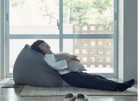 お昼寝タイムに無印良品「体にフィットするソファ」