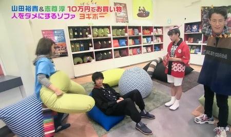俳優山田裕貴さんがヨギボーピラミッドとヨギボーサポート(Yogibo Support)の組み合わせに感動